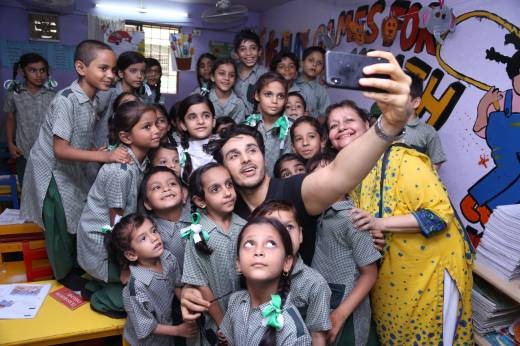 [Press Release] - Ahsan Khan joins hands with Harpic to promote toilet hygiene for a cleaner Pakistan