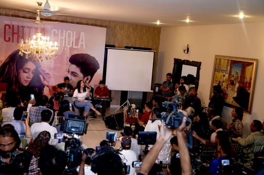 "Komal Rizvi_s new venture ""CHITTA CHOLA; The road trip song"", featuring Komal Rizvi and Siddharth Slathia launched with a bang"