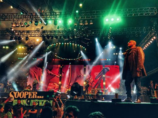 SooperJunoon - Ali Azmat on the stage