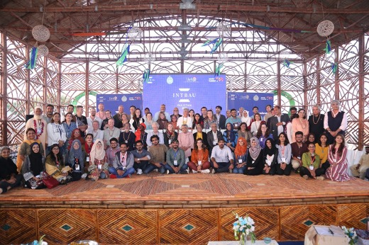 Participants, delegates and students at the Intbau conference.JPG